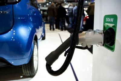 The Future of Electric Vehicle Integration: Car Sharing, Parking Provision and Complementary Policy